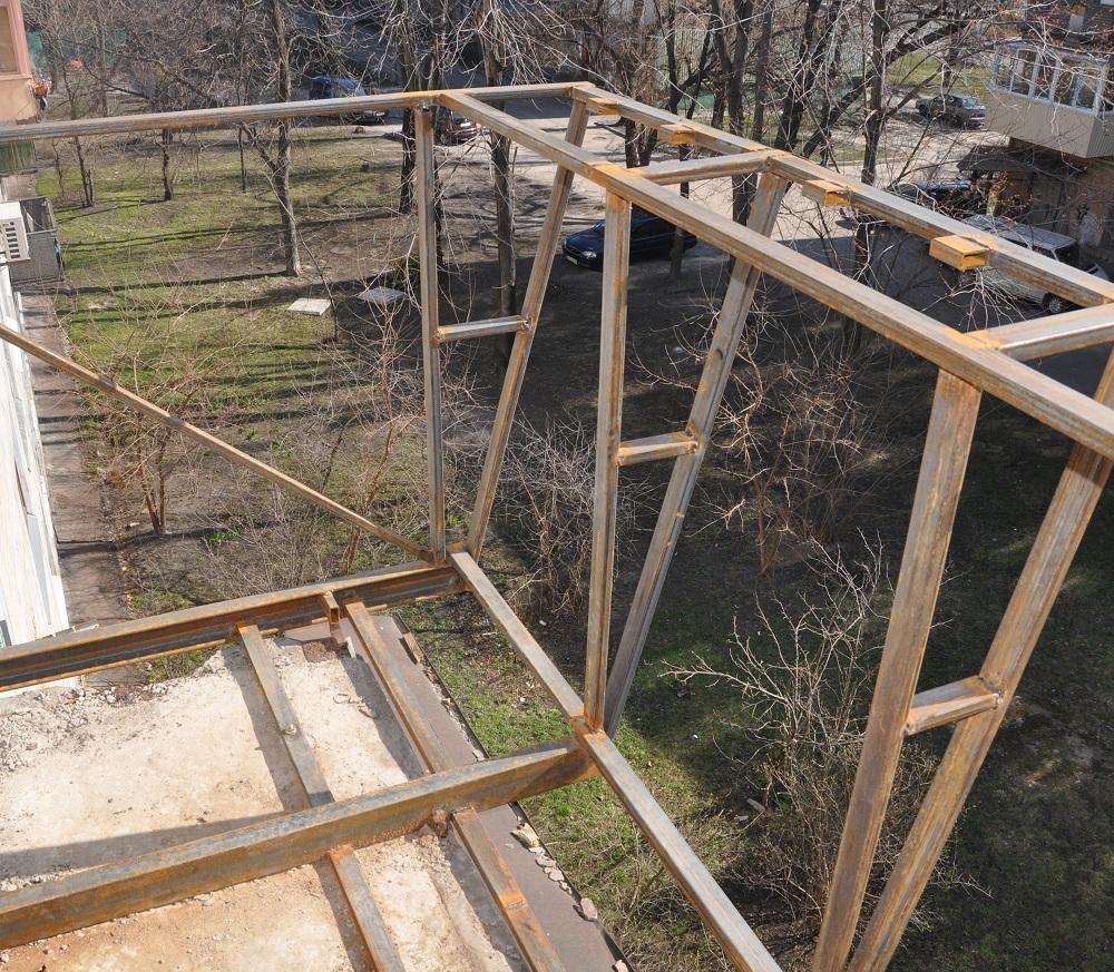 Сварочные работы по изготовлению каркаса балкона в Днепре