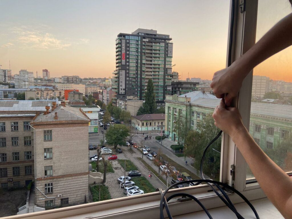 Замена уплотнителя на пластиковых окнах в городе Днепропетровск