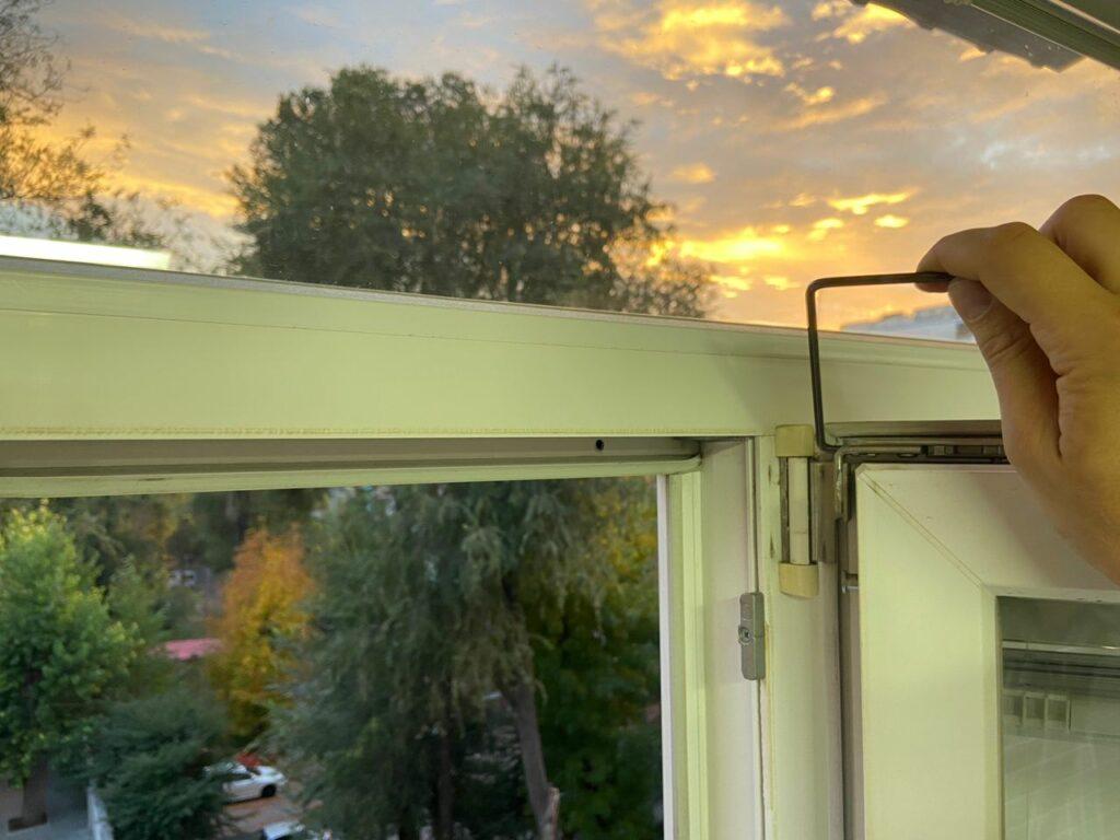 Регулировка фурнитуры пластикового окна в Днепре