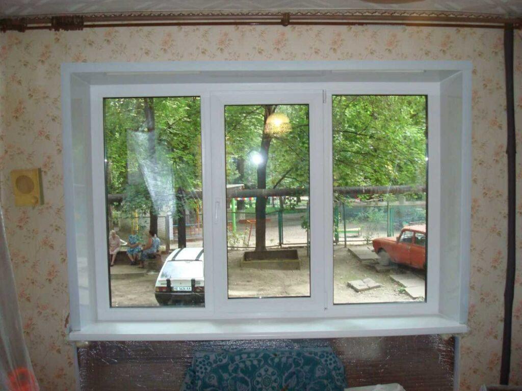 пластиковые откосы на кухонном окне